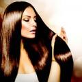 Frau, glattes langes Haar