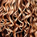Detail, dünne blonde Locken